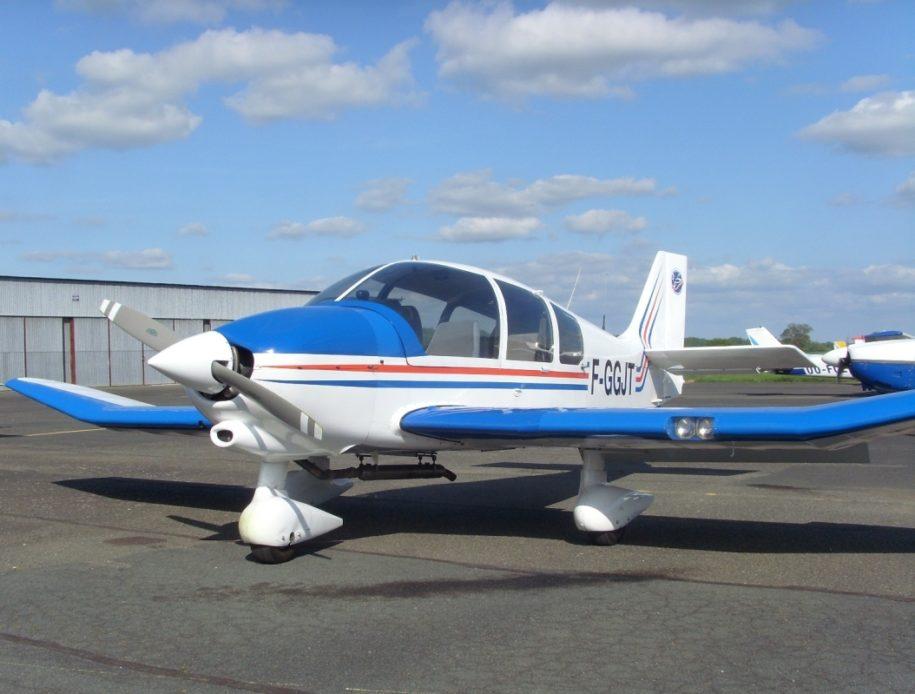 Avion sur l'aérodrome de Dierre