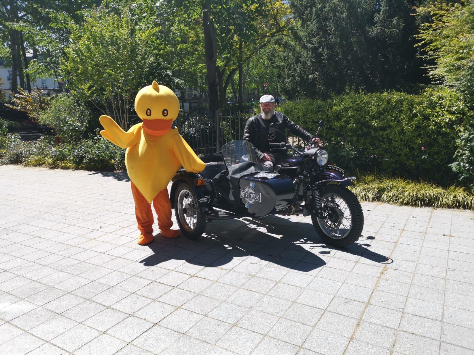 Notre ami Fred, est un grand passionné de motos. Il veut faire découvrir la Touraine les cheveux au vent, ça c'est Retro Tour.
