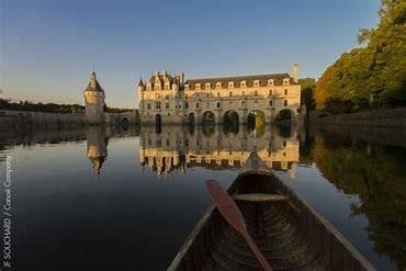 Canoë devant le château de Chenonceau